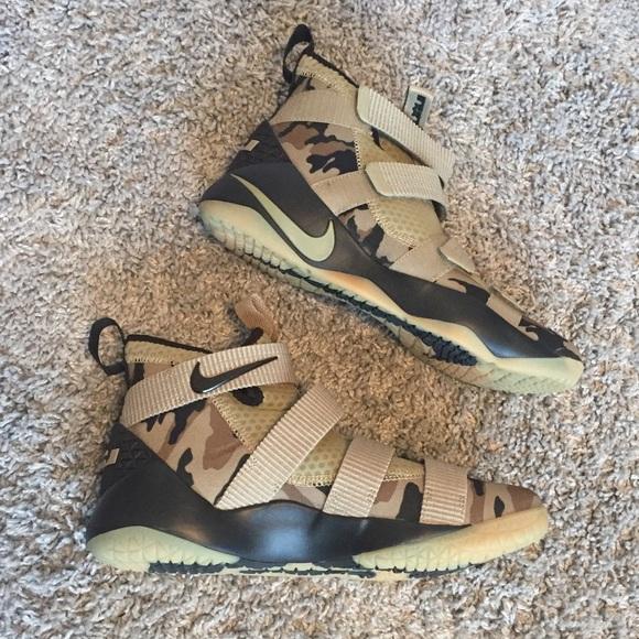 332805b6f81b New Nike Lebron Soldier XI size 11. M 5c2a6fac4ab6334a207ff6f6